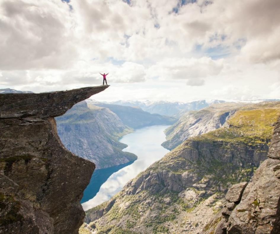 A Hardangerfjrod. Minden egyes fjord egy jég által vájt műalkotás. Forrás: https://www.visitnorway.com/